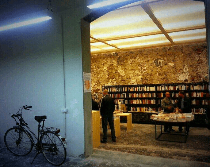 Sant Jordi. Where to buy books in a foreign language