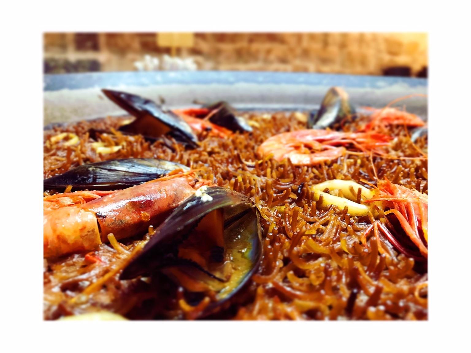 FIDEUÀ (Short noodle seafood paella)